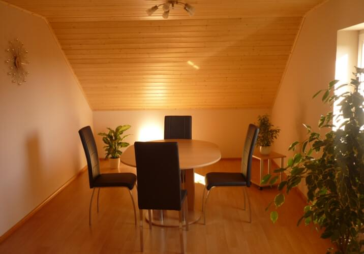 esszimmer pirmasens, monteurzimmer: helfrichs ferienwohnung in 66954 pirmasens, Esszimmer