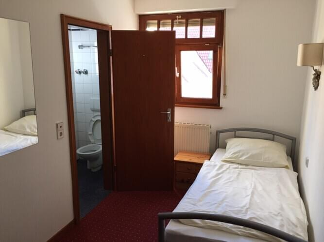 monteurzimmer hotel unique karlsruhe in 76149 karlsruhe. Black Bedroom Furniture Sets. Home Design Ideas